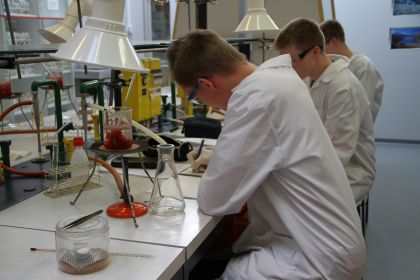 Opiskelijahaastattelu - Kemian opiskelu lukiossa