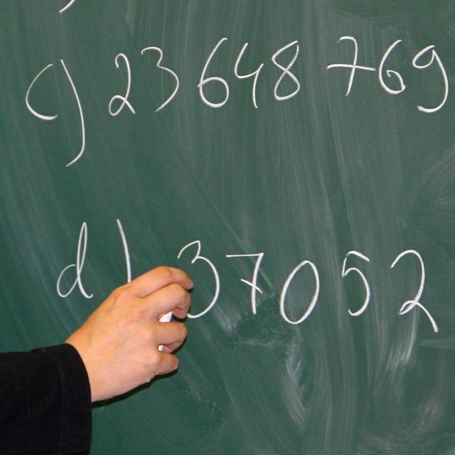 Eriyttämisen ja tasoryhmiin jaon vaikutukset nuorten matematiikan osaamiseen ja jatko-opintoihin