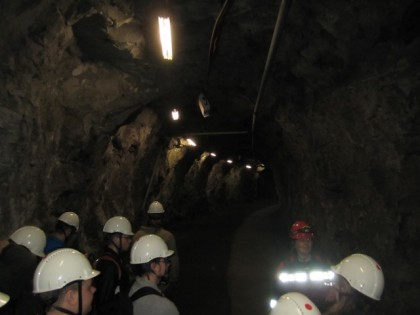 Opastuskierroksella tunneliin (1)