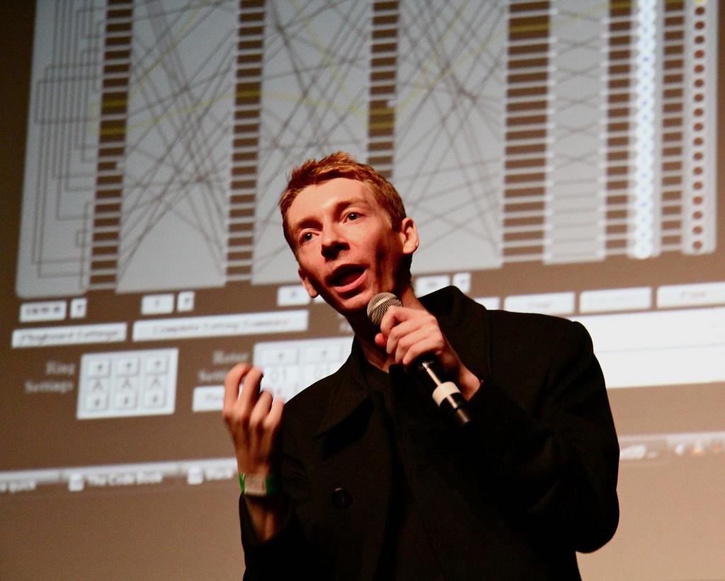 "James Grimen Suomen kiertue Oulussa 8.9.2018 luennolla ""Bits and Pieces: Secrets of a Digital World"""